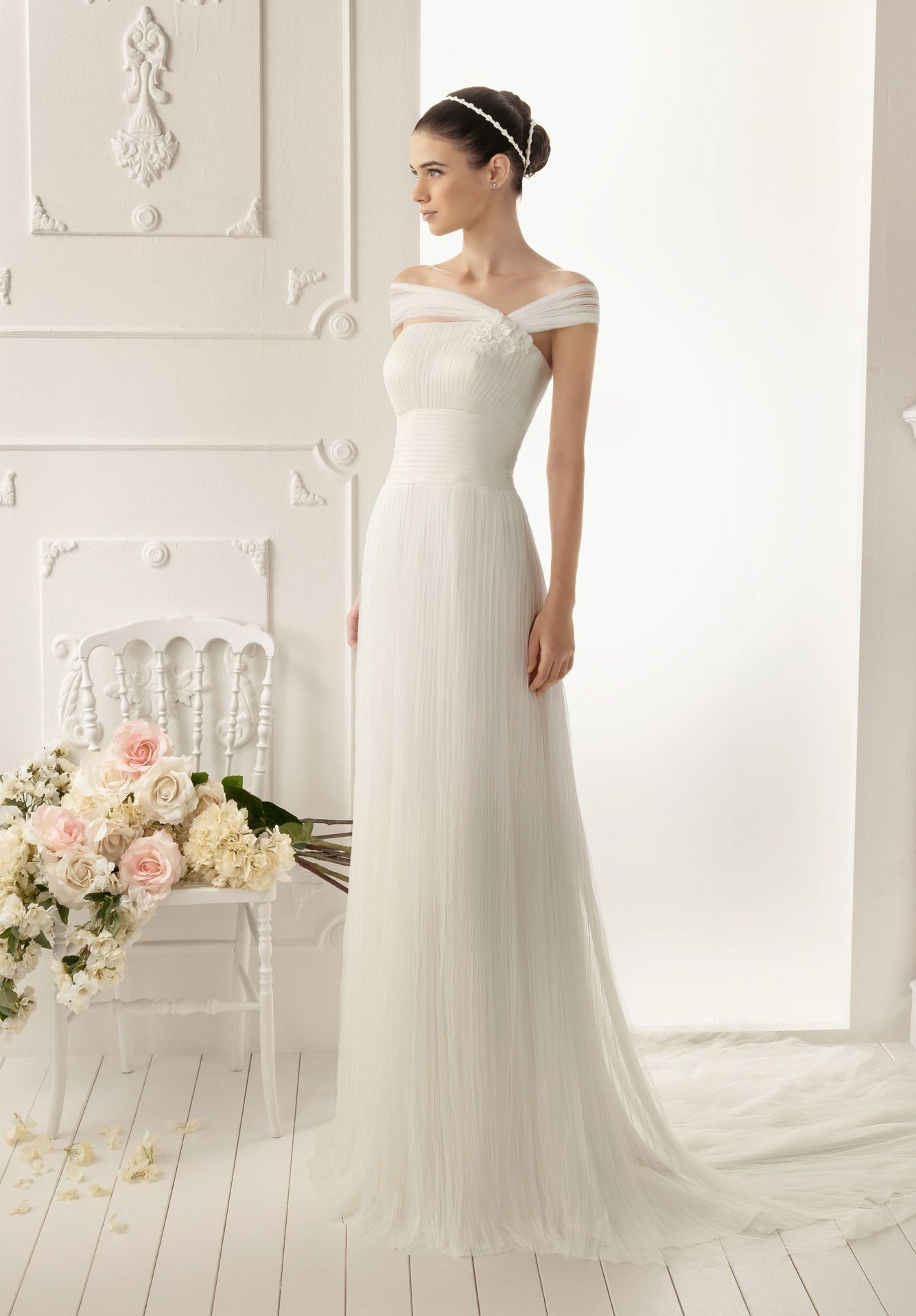 Dress styles for petite figures for beautiful ladies for Wedding dresses for small women