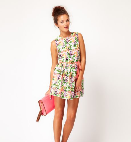 river-island-flower-dress-help-you-stand-out_1.jpeg