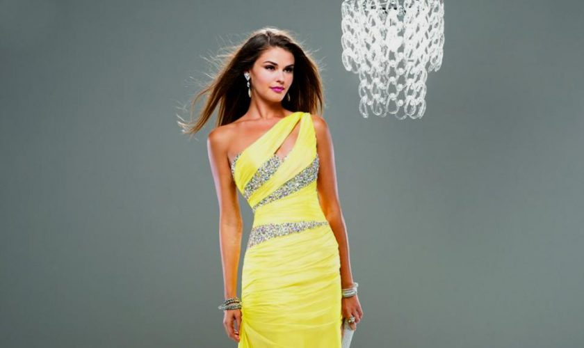 yellow-dress-sale-fashion-outlet-review_1.jpg