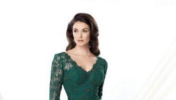 emerald-green-dress-with-black-lace-fashion-week_1.jpg